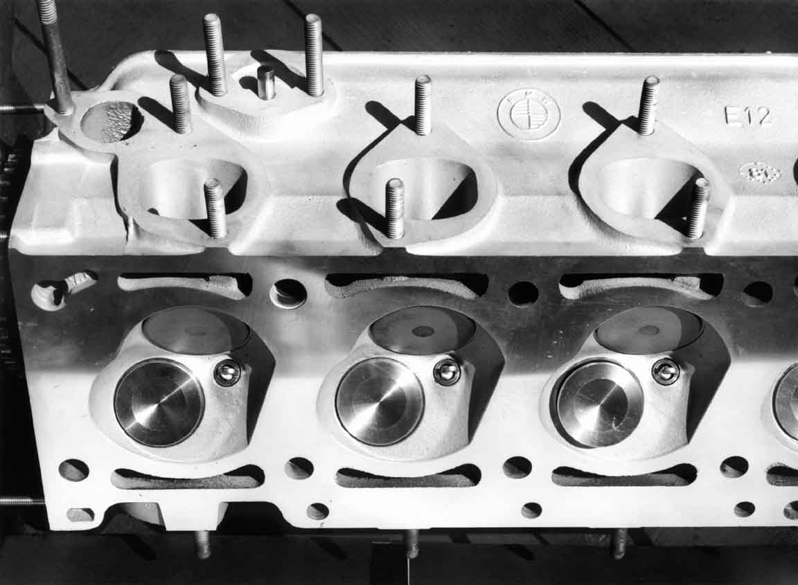 Three Intake Ports & Combustion Chambers